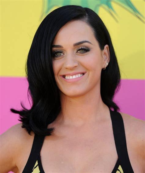 Katy Perry Pink Lipstick   Katy Perry Beauty Lookbook