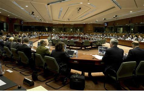 consiglio dei ministri dell unione europea eunavfor med via libera dell ue alla missione navale per