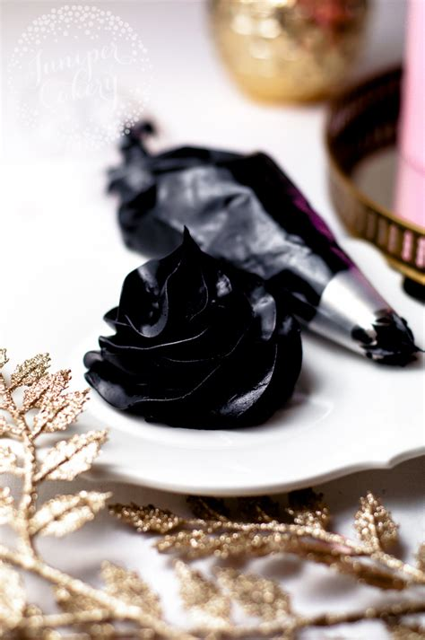 what colors make black icing how to make black buttercream icing