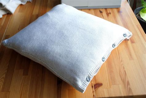 How To Make A Sweater Pillow by How To Make Chic Pillows Out Of Your Sweaters Homecrux