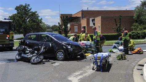 canberra car crash two taken to canberra hospital after car