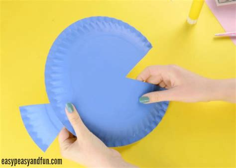 How To Make A Fish Out Of Paper Plate - paper plate fish craft rainbow paper circles easy