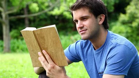 libro leer hombre libro leer hd stock video 176 908 559 framepool rightsmith stock footage