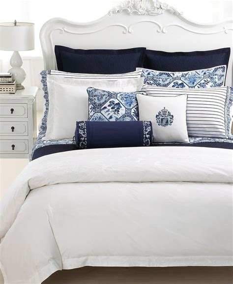 navy blue and white bedroom 968 best blue and white images on pinterest bedroom