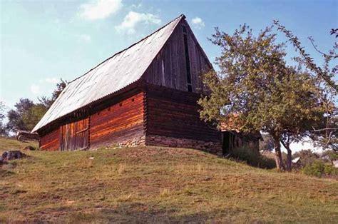 romantische berghütte mieten einsame blockh 252 tte mieten in den karpaten rum 228 niens