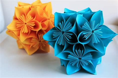 Origami Paper Balls - how to make an origami flower origami clover kusudama
