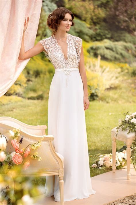 Check our City Hall wedding dress inspiration for stylish