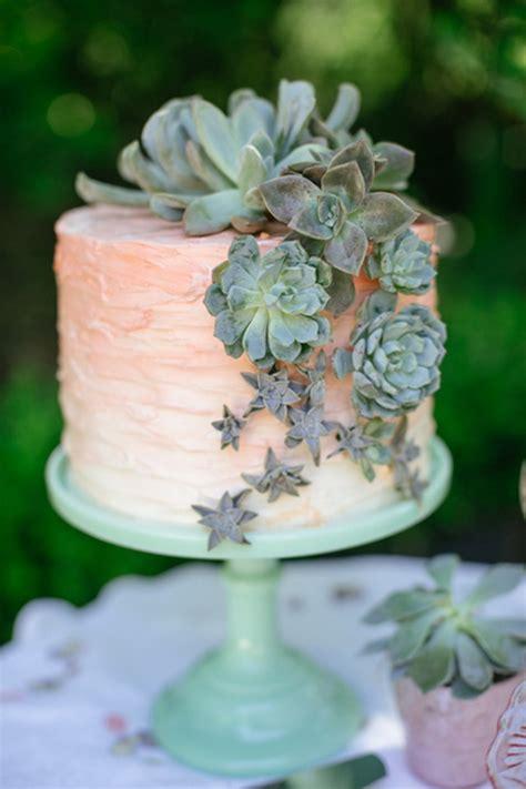 rustic wedding cakes  fall wedding  tulle