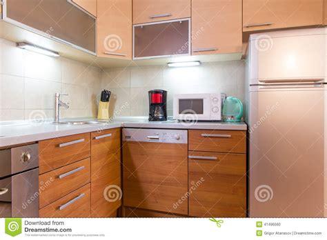cuisine m騁al et bois cuisine en bois moderne