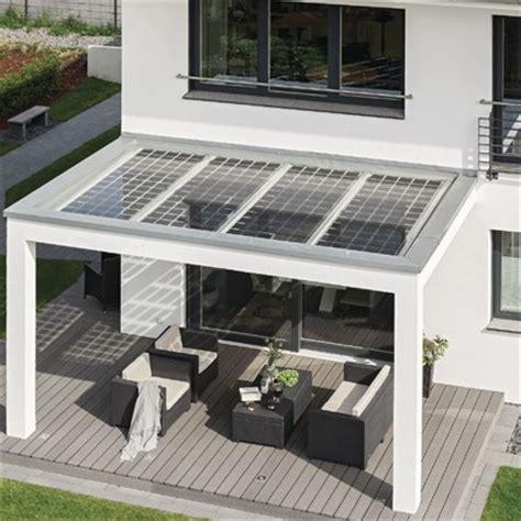 tettoia amovibile pannelli solari su tetto e tettoia