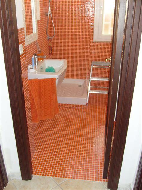 ristrutturazione pavimenti foto ristrutturazione bagno con rivestimento e pavimento