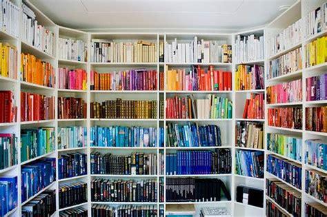 color coordinated bookshelf primo ma nouvelle librairie online au maroc blog de
