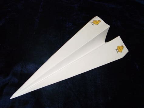 How To Make A Classic Paper Airplane - paper airplanes
