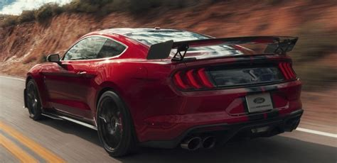 2020 Mustang Gt500 Vs Dodge by 2020 Ford Mustang Shelby Gt500 Vs 2019 Dodge Challenger