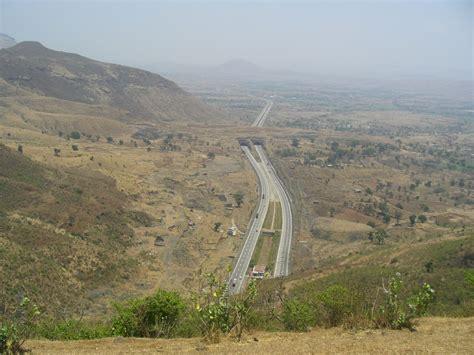 File:Mumbai Pune Expressway overview.jpg - Wikimedia Commons