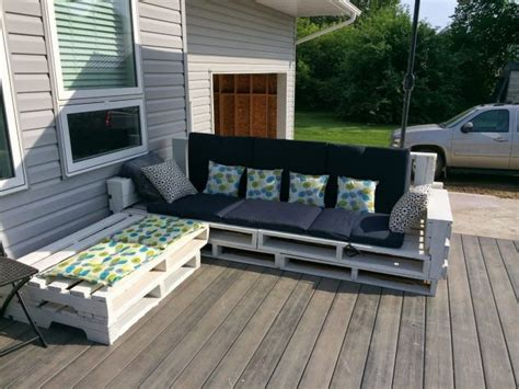 diy pallet outdoor furniture 13 cool diy outdoor furniture made of pallet