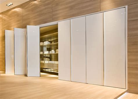 The Louvre Floor Plan by Porte De Placard Pliante Un Acc 232 S Ais 233 Aux Rangements
