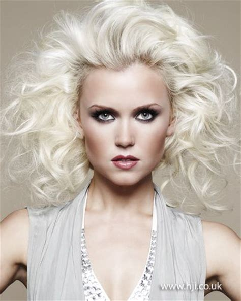 haircuts platinum blonde platinum blonde curly hairstyle do the do pinterest