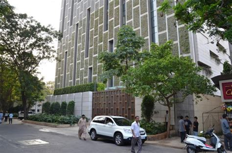 mukesh ambani house antilla successstory