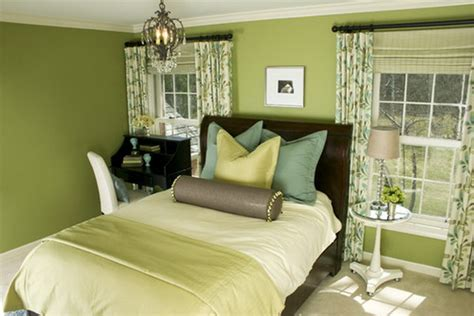 how to decorate bedroom with green colour interior