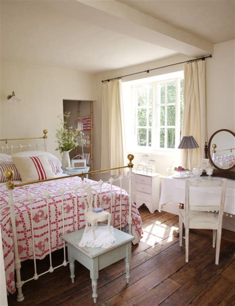 Decorating Ideas Wrought Iron Bed