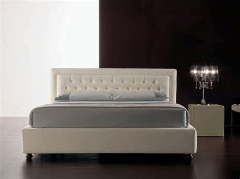 camas con cabecero acolchado cama moderna tapizada con poliuretano cabecero acolchado