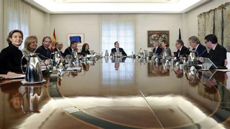 destituyen a un vicepresidente de consejo de ministros de cuba el gobierno aprobar 225 este viernes un control exhaustivo