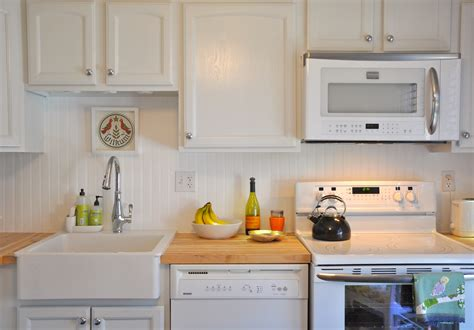 Kitchen Countertops And Backsplashes by Gorgeous White Kitchen With Apron Sink And Laminate