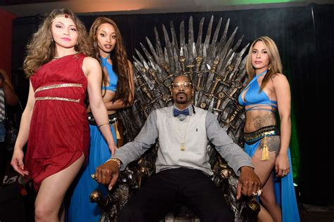 Gamis Family 2015 of thrones fans angered as rapper snoop dogg lights