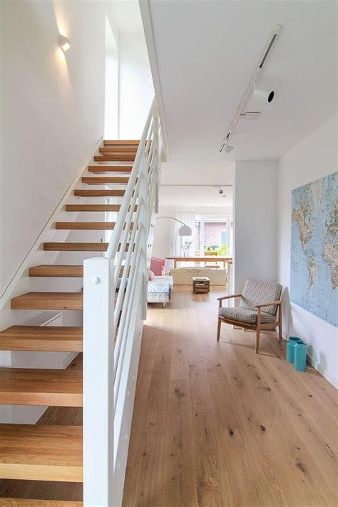 Ideen Flur Mit Treppe by Flur Mit Treppe Aus Holz Eco System Haus Bauideen