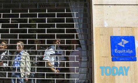 equitalia uffici proteste e scontri davanti agli uffici equitalia a napoli