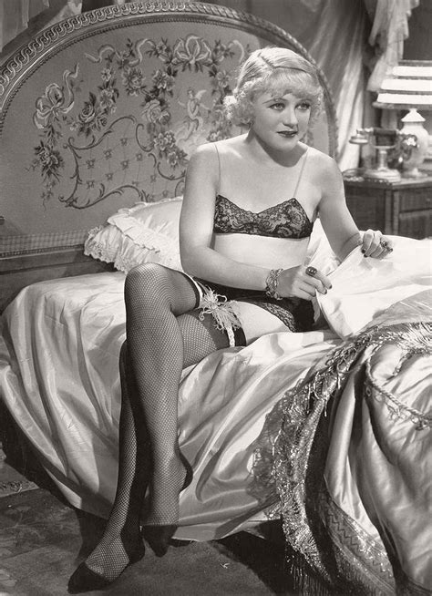 vintage hollywood actress photos classic black and white portraits of hollywood actresses