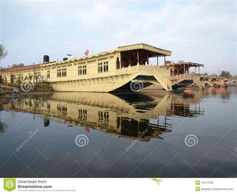 vergunning woonboot de woonboot van kashmir van de luxe op dal meer stock foto