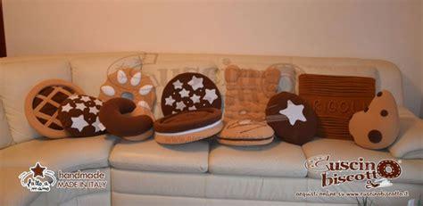 cuscini a forma di biscotti tiratela di meno il fashion che non 232 snob