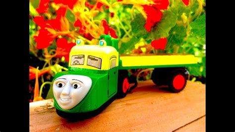 madge thomas  tank engine wooden railway review