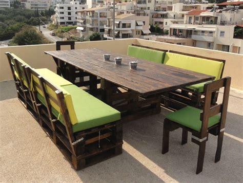 sillas con palets muebles hechos con palets
