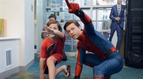 film anak spiderman jadi spider man tom holland kunjungi rumah sakit anak