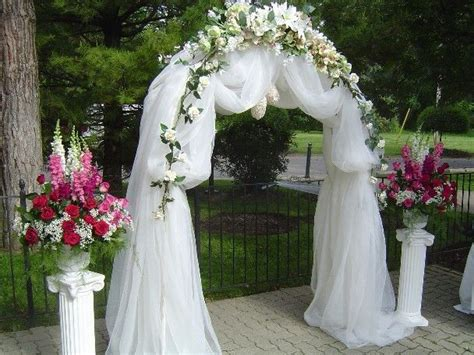 before you plan the wedding arch decorations for the you need to decorate it with twine