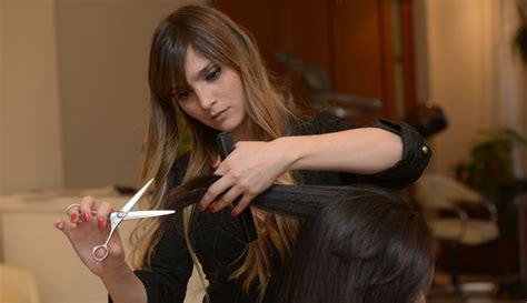 imagenes de mujeres cortando hierba cabello con rulos cortar o no cortar esa es la cuesti 243 n