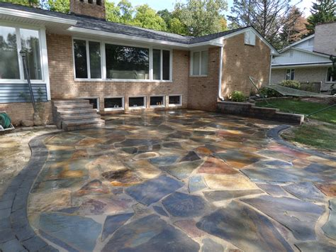 Natural Stone Patio. New York Flagstone with a Oaks