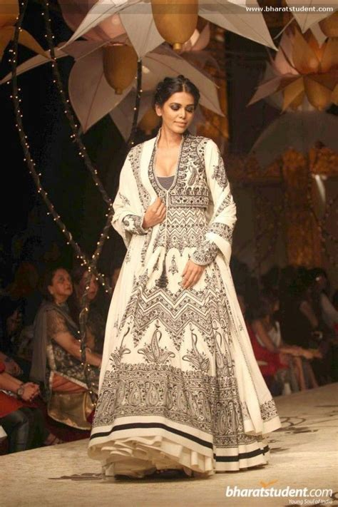 Faire Dressing 3453 by Rohitbal Avibfw 13 003 Fan Tab U Lous Clothing