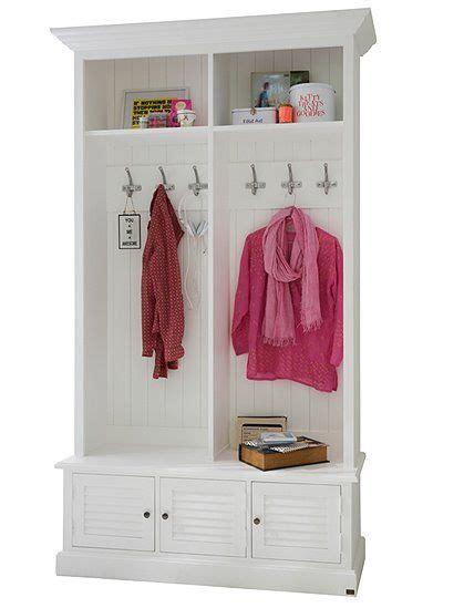 garderobe für schlafzimmer tolle wandgarderobe im landhaus stil wei 223 gestrichen