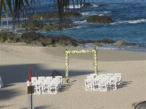 Wedding Arch Vs Chuppah by Arches And Frames The Chuppah S Counterpart Cabo
