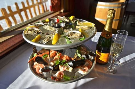 180 Sprei California Fresh No 1 chilled seafood platter at big white food and drink