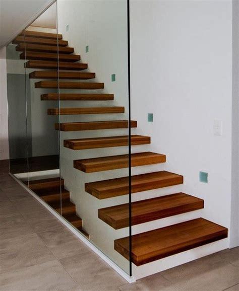 Marches en porte à faux   Moderne   Escalier   Nice   par