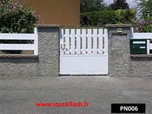 portillon pour cl 244 ture de jardin en pvc sur cadre alu