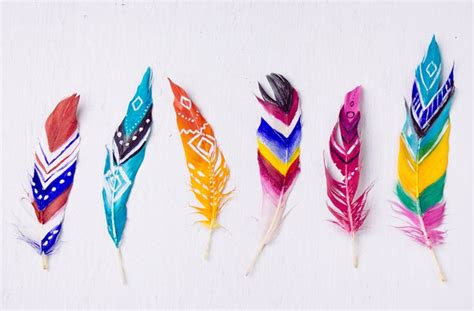 feathers for craft projects best 25 painted feathers ideas on feather