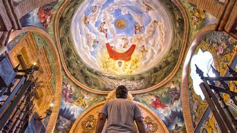 el pintor miguel angel gonzalez admirando su obra en la ermita de escardiel abc de sevilla