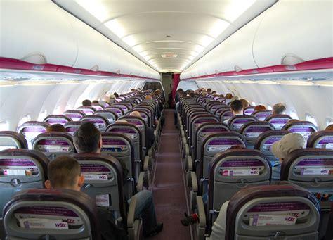 wizz air cabin sar 224 inaugurato il 12 aprile 2017 il volo lamezia terme