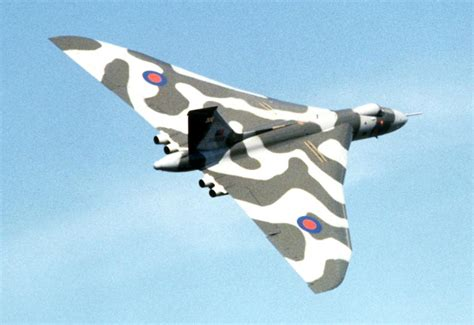 Boomber Voolcon avro vulcan high altitude range heavy bomber history specs and pictures
